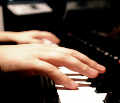 Следите за пианистом