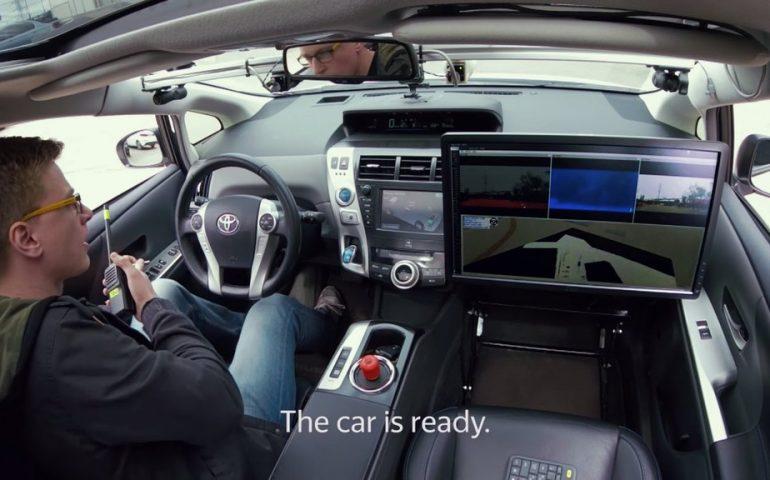 """Прототип беспилотного автомобиля """"Яндекса"""" базируется на Toyota и использует навигационные сервисы Яндекса."""